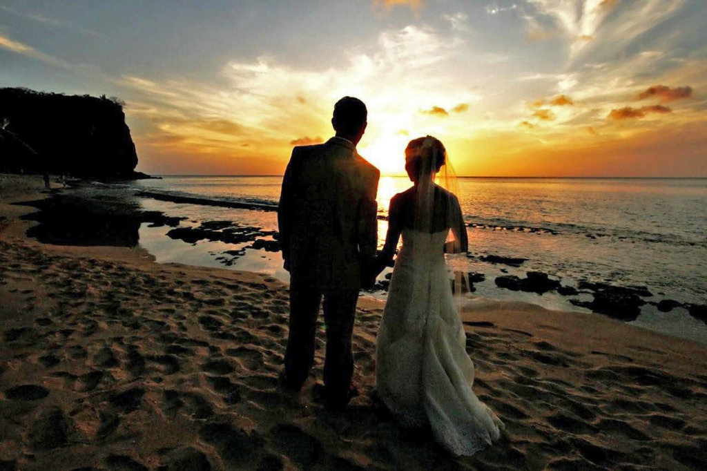 laluna sunset weddings, on the beach