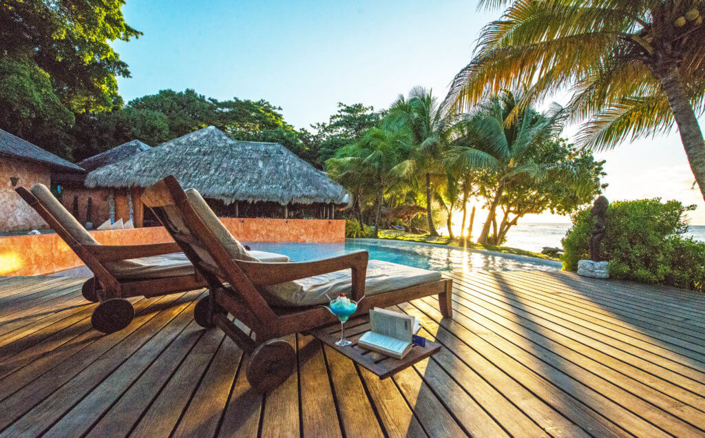 grenada beach bars and lounge